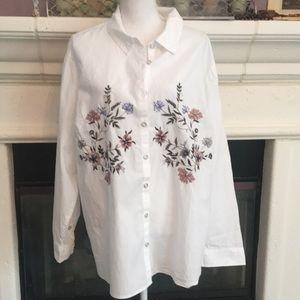 Gorgeous white cotton blouse w/ floral embroidery